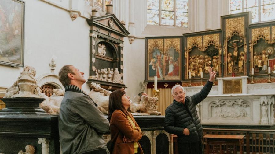 Rondleiding in de Sint-Katharinakerk. Foto: F. Bogaerts