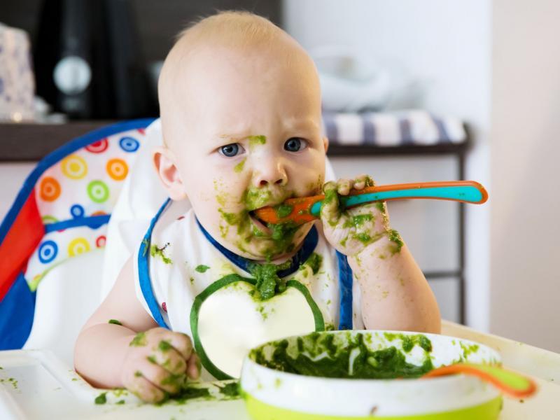 baby eet © Huis van het Kind Hoogstraten